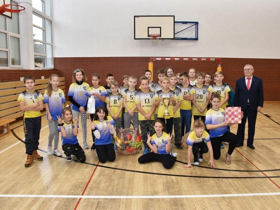 Zdjęcie dla wpisu -VIII Andrzejkowy Turniej Szkół Podstawowych o Puchar Wójta Gminy Zgorzelec