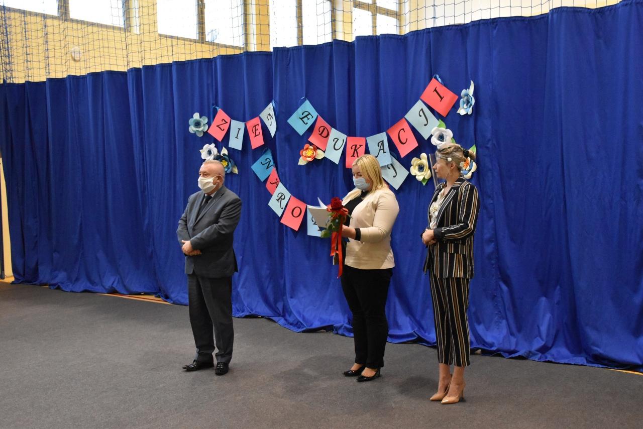 Dzień Edukacji Narodowej – dyrektorzy i nauczyciele otrzymali nagrody wójta