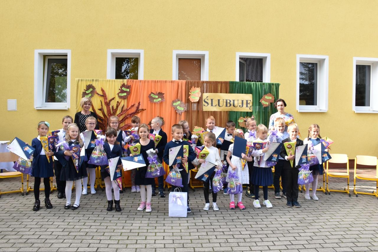 Pasowanie pierwszoklasistów w SP w Łagowie