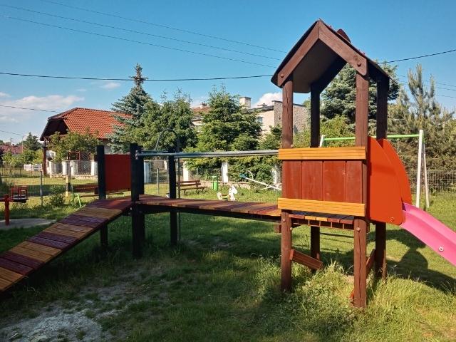 Odnowiono plac zabaw w Radomierzycach